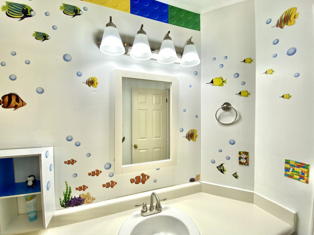 Fish-themed kids bathroom
